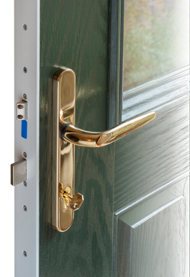 Handle and locking mechanism in a composite door